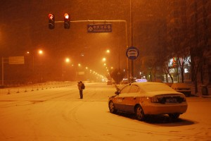 Pouring snow at the Qinghuayuan crossroad